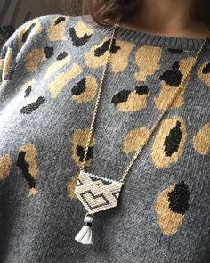 Ohhh le joli collier que je viens de finir #fifijolipois #jenfiledesperlesetjassume #brickstitch #miyuki #monjolicollier #pull #promod