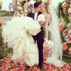 I soo want a pic like this for my wedding!