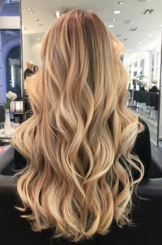 Summer Beach Blonde Hair Color : The Ultimate Blonde Hair Color Hallow friends. Beach Blonde Hair, Honey Blonde Hair, Blonde Hair Looks, Blonde Balayage Honey, Curled Blonde Hair, Balayage Straight, Golden Blonde Hair, Sandy Blonde, Blonde Wig