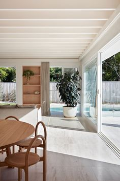 those architects links rooms and courtyards through breezway in bungalow renovation – Top Trend – Decor – Life Style Home Interior, Interior And Exterior, Interior Design, Interior Decorating, Unique Home Decor, Cheap Home Decor, Casa Patio, Bungalow Renovation, Villa