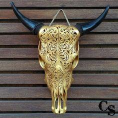 Sculpté à la main motif Tribal tête de crâne par CarvedSkulls