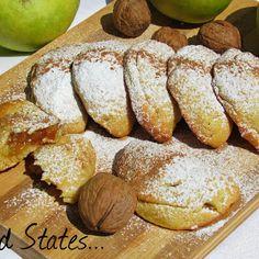 Μηλοπιτάκια (νηστίσιμα) - Food States Biscotti Cookies, Cake Cookies, Pita Bread, Pastry Cake, Apple Recipes, Food Inspiration, Baked Potato, Deserts, Food And Drink