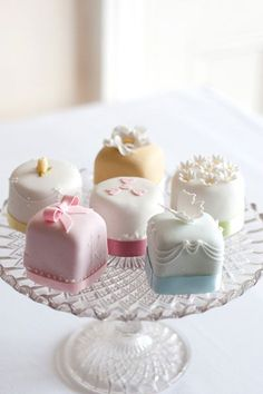 Petit Four - A petit four (plural: petits fours) is a small confectionery or savoury appetizer. The name is French, petit four (French pronunciation: ​), meaning small oven. Wedding Cake Cookies, Mini Wedding Cakes, Pretty Wedding Cakes, Wedding Desserts, Mini Desserts, Pretty Cakes, Beautiful Cakes, Amazing Cakes, Wedding Favors