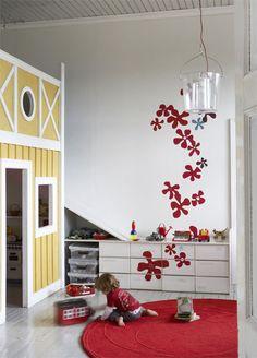 http://www.thebooandtheboy.com/2011/10/decals-in-kids-rooms.html