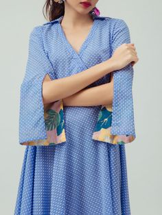 Stunning and Unique Sleeves Designs for Dresses - Kurti Blouse Kurti Sleeves Design, Sleeves Designs For Dresses, Kurta Neck Design, Dress Neck Designs, Sleeve Designs, Kurta Designs, Blouse Designs, Printed Kurti Designs, Cotton Dresses Online