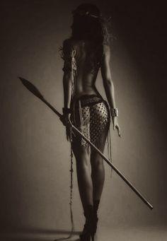 Vielleicht sähe Myrien so aus, wenn sie in ihrer Heimat Gabun durch den Dschungel streift. Na ja, sicher ohne die Schuhe...