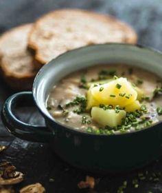 Když dojde řeč na ryze české a moravské polévky, dají se rozdělit na dva hlavní tábory. Cheeseburger Chowder, Soup, Ethnic Recipes, Soups