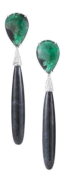 The gorgeous one-of-a-kind emerald and black jade drop earrings that Sarah Silverman wore to the Oscars last night! #danarebecca #emerald #Oscars2016