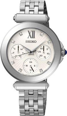 Seiko Dameshorloge mutifunctioneel SKY701P1.  Kaliber 5Y19. Dit mooie en elegante horloge is multifunctioneel uitgevoerd met een dag- en datum aanduiding alsmede een 24-uurs aanduiding en weegt 66 gram. De band en kast zijn zilverkleurig uitgevoerd. Het horloge is tot 50 meter waterdicht en heeft als extra een aantal Swarovski kristallen op de witte wijzerplaat. Voorzien van dat harde Hardlexglas. Een lust voor het oog en ongetwijfeld een waar genoegen om te dragen.