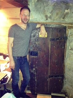 Tiny door in Meribel, modelled for scale by @stevetwiters