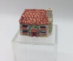 unknown artist - cottage figurine Small Figurines, Miniature Figurines, Painted Cottage, Dollhouse Miniatures, Artisan, Hand Painted, Painting, Doll House Miniatures, Painting Art