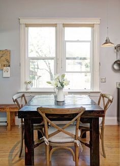 rustic table and chairs, mixing wood tones @Remodelaholic