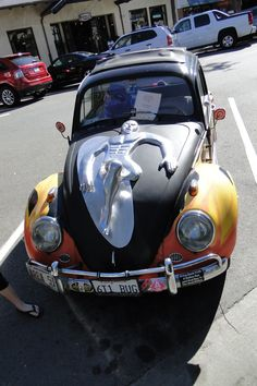 VW Bug surfer dude smashed on hood Vw Cars, Drag Cars, Beetle Bug, Vw Beetles, Car Paint Jobs, Surfer Dude, Bus, Silver Surfer, Cool Cars