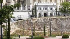 La ciudad de Madrid nació en torno a la muralla árabe, cuyos restos pueden verse en el parque de Mohamed I