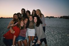 big group beach Group Picture Poses, Group Poses, Friendship Group, Friendship Photos, Friend Group Pictures, Friend Photos, Bff Goals, Best Friend Goals, Squad Pictures