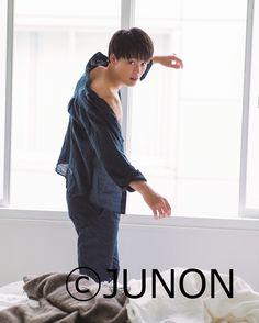 【竹内涼真/モデルプレス=6月23日】俳優の竹内涼真が23日発売の雑誌「JUNON」8月号に登場した。