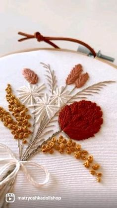 Hand Embroidery Patterns Flowers, Hand Embroidery Videos, Embroidery Stitches Tutorial, Embroidery Flowers Pattern, Hand Embroidery Designs, Embroidery Hoops, Hand Embroidery Projects, Hand Sewing Projects, Creative Embroidery