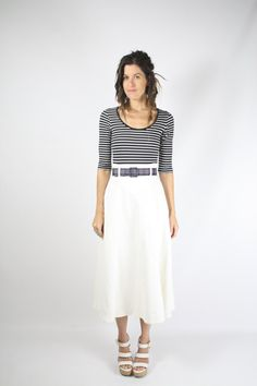 90er Jahre White Denim Midi Skirt, hoch taillierte ausgestellte Jeans Rock, klein