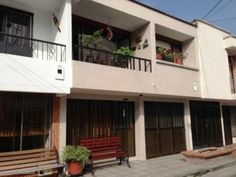 VENDO HERMOSA CASA EN CARTAGO VALLE , EXCELENTE ESTADO ,SUPER NEGOCIO. Barrio: Entre Ríos ( a 2 cuadras de la Clínica del Norte)Área: 84 metros (6 metros de frente x 12 mts de fondo)No de plantas: 2No de Alcobas: 3Características: Sala –Comedor- patio- cocina- estar de TV-garaje-zona de ropas-BalcónBaños: 3Alcoba de servicio: 1 con bañoESTRATO:5Valor de Venta $140.000.000 negociables