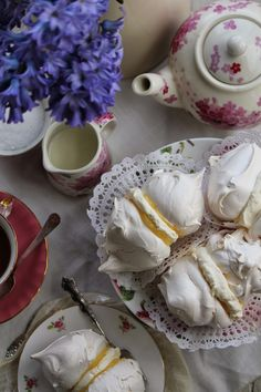 Nessa's Family Kitchen : Meringues Sandwiched with Lemon Curd & Cream