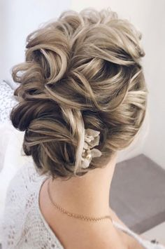 textured updo hairstyle,messy updo hairstyles,wedding updos,updo hairstyles,prom hairstyles #weddingupdo #weddinghairstyles