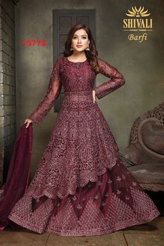 Indian Fashion Dresses, Indian Gowns, Indian Outfits, Embroidery Dress, Machine Embroidery, Hand Embroidery, Embroidery Designs, Bridal Mehndi Dresses, Party Wear Dresses