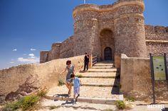 Puerta principal del castillo de Chinchilla Provincia de Albacete lugares para visitar Castilla la Mancha by machbel