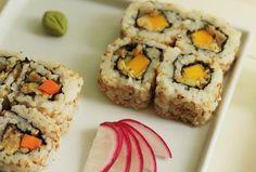 Diferente do que muitas pessoas pensam, o arroz para sushi não é empapado. É cozido lentamente e fica al dente. A liga é criada pela evaporação do tempero em contato com o arroz quente. Assim, ao saborear o sushi, sentimos os grãos soltarem-se na boca.