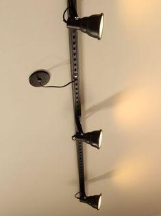 Finalmente o passo a passo pra você fazer uma luminária de trilho aí na sua casa. Home Design Decor, Small Space Interior Design, Diy Home Decor, House Design, Luminaria Diy, Desk Lamp, Table Lamp, Spot Led, Bedroom Lighting