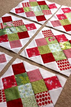 PDF Pattern for Geometric Modern Cot Crib Patchwork Quilt in triangles. Sew your own handmade quilt. PDF Pattern for Geometric Modern Cot Crib Patchwork Quilt. Love the colour combo Geometric Navy and Lime Handmade Modern Cot Crib Patchwork Quilt with whi Diy Quilt, Easy Quilts, Scrappy Quilts, Small Quilts, Quilting Tutorials, Quilting Designs, Quilting Ideas, Christmas Sewing, Christmas Crafts