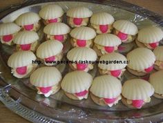 marcipánové mušle - Pečení s láskou Christmas Cookies, Flora, Image, Sweets, Food, Xmas Cookies, Christmas Crack, Christmas Biscuits, Plants