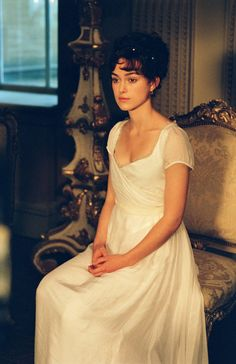 Jane Austen Fashion Keira Knightley as Elizabeth Bennet in Pride and Prejudice wearing organza From Pride and Prejudice to Emma, many of the Jane Austen heroines in film are ticking the trend boxes for summer See and shop the looks here. Pride & Prejudice Movie, Pride And Prejudice Elizabeth, Elizabeth Bennett, Jane Austen Movies, Keira Christina Knightley, Mia Wasikowska, Regency Dress, Regency Era, Lace Corset