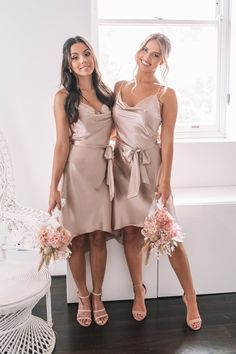 Dusty Pink Bridesmaid Dresses, Bridesmade Dresses, Bridesmaid Outfit, Blush Dresses, Bridesmaid Poses, Wedding Bridesmaids, Champagne Dress, Champagne Colour, Blush Cocktail Dress