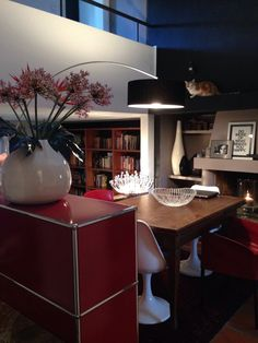 @ I. & L's home, somewhere in Switzerland.USM Haller, Tulip chairs and...find the cat