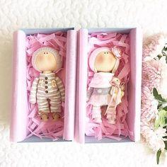 Доброго утра Всем!Малыши совсем,просторно им в коробочках Ростик 19 см#tatiananedavnia #tilda #wedding #pink #pillow #МК #decor #fabrik #handmad #knitting #love #cotton #baby #кукла #шитье #выставка #шеббишик #пупс #платье #подарок #праздник #работа #ручнаяработа #сделайсам #своимируками #ткань #тильда #интерьер #интерьернаяигрушка #интерьернаякукла
