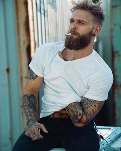 Best Beard Styles for Men Trimmed Beard Styles, Long Beard Styles, Beard Styles For Men, Hair And Beard Styles, Beards And Hair, Bart Tattoo, Hipster Noir, Black Men Beards, Guys With Beards