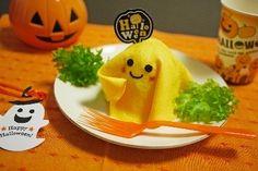 Make regular shushi with egg sheet on top Kawaii Bento, Cute Bento, Halloween Dishes, Halloween Snacks, Cute Food, Good Food, Bento Recipes, Bento Ideas, Japanese Food Art