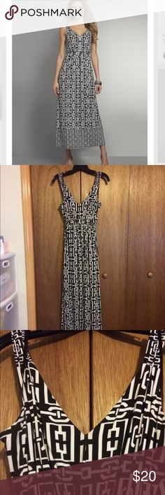 New York & Company Maxi Dress New York & Company Printed maxi dress with waist tie in back. V neck and sinned waist. Very cute and stretchy! New York & Company Dresses Maxi
