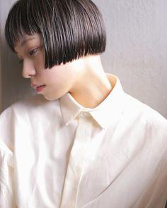 yusuke sakamotoさんはInstagramを利用しています:「@soi.hair エリ足は少し刈り上げ✂︎ ・ #soi__hair #カット#カラー#モデル#パーマ#撮影#美容師#抜け感#透明感#ヘアスタイル#巻き髪#くせ毛#ワックス #サロン#ヘアカラー #オーガニックワックス #バーム…」 Short Bangs, Girl Short Hair, Short Cuts, Bob Cut, Bob Hairstyles, Short Hair Styles, Hair Cuts, Hair Beauty, Makeup