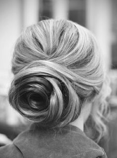 Super cute low bun! Our current loves: loosely wavy  romantic hair, natural makeup, gorgeous fall tones (muted browns, grays, violets).