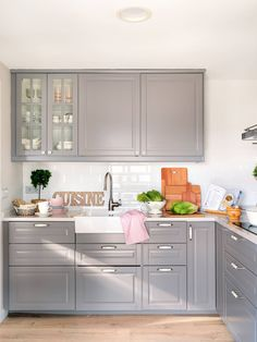 Discover recipes, home ideas, style inspiration and other ideas to try. Ikea Wall Cabinets, Kitchen Cabinets, Fancy Houses, Kitchen Design, Sweet Home, New Homes, Table, Furniture, Buenas Ideas