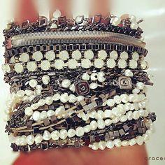 No blog você confere look com essas e outras pulseiras Grace Almeida Bijoias: www.gracealmeida.com.br/blog
