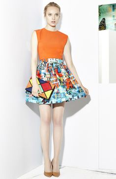 Orange top + colorful buildings photoprint A-line mini skirt Alice + Olivia Resort 2015 #Resort15 #fashion