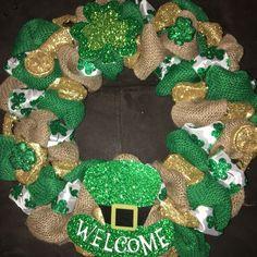 patricks day diy wreath Items similar to Welcome St Patricks Wreath on Etsy Wreaths For Sale, How To Make Wreaths, Holiday Wreaths, Holiday Crafts, Holiday Ideas, Wreath Crafts, Diy Wreath, Wreath Making, Wreath Ideas