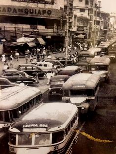 Vintage Photo of Quiapo (ctto) Vintage Pictures, Old Pictures, Retro Pi, Philippine Houses, Philippines Culture, Filipiniana, Ww2 Photos, Pinoy, Manila