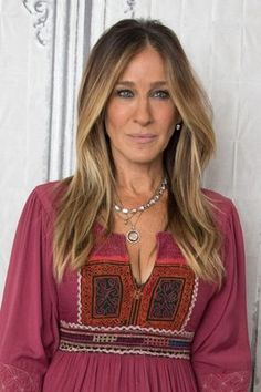 ombre hair Sarah Jessica Parker promi frisuren Ombre Hair Looks That Our Favourite Celebrities Love Sarah Jessica Parker Haare, Celebrity Hairstyles, Cool Hairstyles, Brunette Hair, Green Hair, Hair Highlights, Balayage Hair, Hair Looks, Hair Lengths