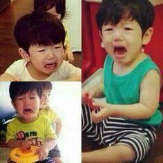 Baekhyun- he looks like he was such a loud and needy baby! XD>>>> Aww cute little Jesper Baekhyun, Funny Kpop Memes, Exo Memes, Kpop Exo, Baekyeol, Chanbaek, Exo Lockscreen, Culture Pop, Nuno