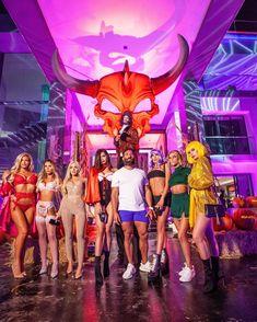 Dan Bilzerian Halloween party with girls in his big house Dan Blizerian, Dan Bilzerian Instagram, Dan Bilzerian Girls, Millionaire Matchmaker, Instagram King, Big Show, 10 Picture, Thug Life, Beautiful Gorgeous