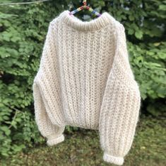 Grei Patent - ute nå ✨ Så enkel, ingenting å holde styr på underveis. Knitting Projects, Crochet Projects, Knitting Patterns, Crochet Patterns, Crochet Clothes, Diy Clothes, Raglan Pullover, Big Needle, Knit Fashion