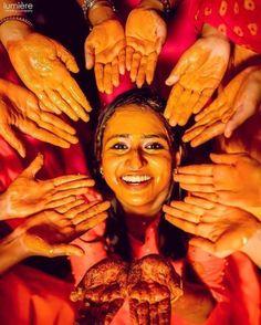 Mehendi Photography, Indian Wedding Photography Poses, Bride Photography, Wedding Photoshoot, Wedding Shoot, Marriage Stills, Wedding Picture Poses, Top Wedding Trends, Haldi Ceremony